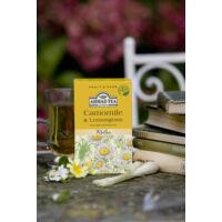 Chamomile & Lemongrass, kamilla és citromfű herbál tea feltálalva