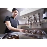 chocoMe Raffinée liofilizált feketeribizli kékáfonyás joghurttal és fehércsokoládéval drazsírozva